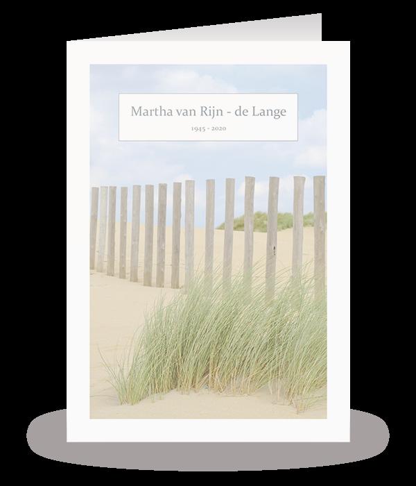 Kaart met palen op het strand 1